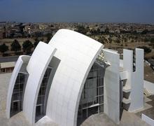 Сонирхолтой шийдэлтэй содон барилгуудаас