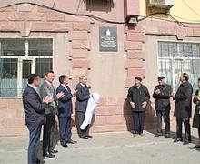 Монгол Улсын Гавьяат барилгачин О.Тлейханы дурсгалын самбарыг шинэчиллээ
