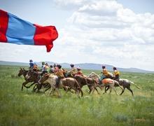 Дэлхийд ганцхан Монгол наадамдаа дэнж хотойтол сайхан наадаарай