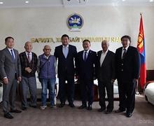 БХБ-ын сайд Монгол Улсын анхны инженерүүдийг хүлээн авч хүндэтгэл үзүүллээ