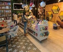 Колумбид модерн загварын номын дэлгүүр нээлтээ хийлээ