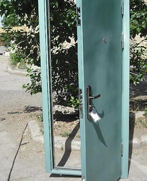 Метал листэн хаалга