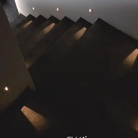 Италийн FLUA брендийн шат, коридорын чиглүүлэгч гэрэл CARD IN