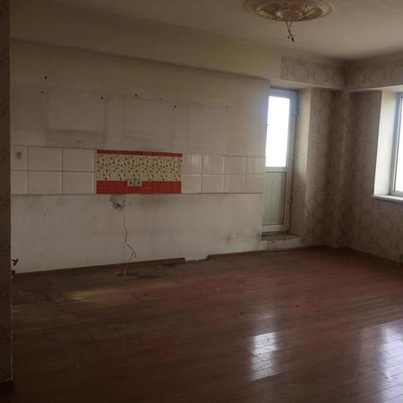 Багшийн дээдийн автобусны буудалын ард 2 өрөө байр зарна.