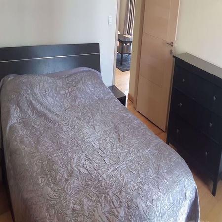 Паркийн зүүн талд 3 өрөө байр хөлслүүлнэ.
