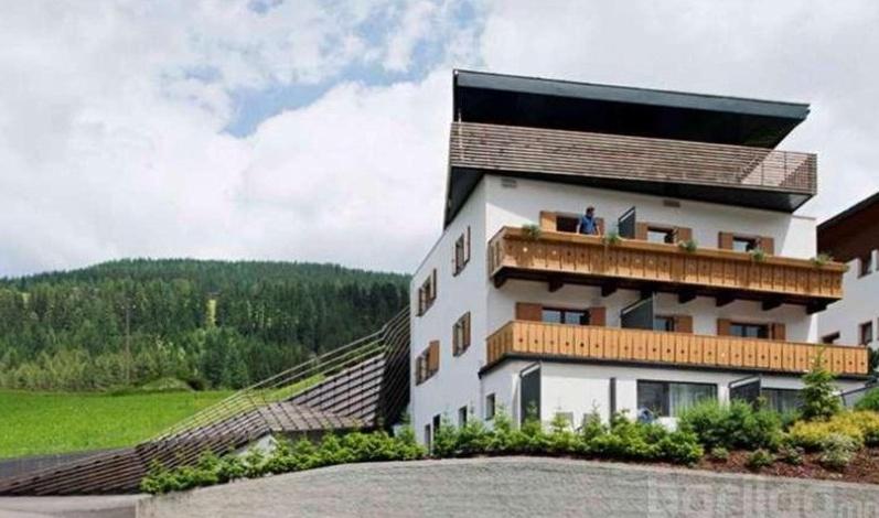 Энгийн нэгэн байшинг ийм гайхалтай болгожээан