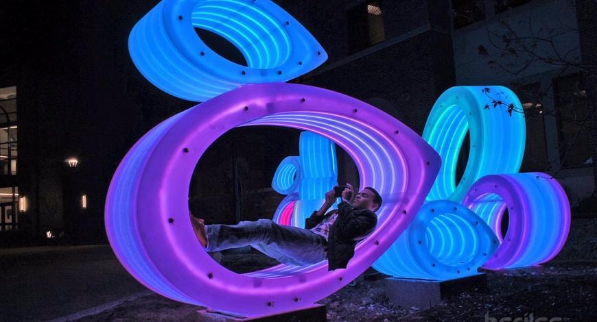 Гэрэлтдэг өвөрмөц сандал