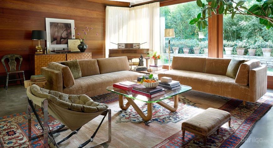 Дотогшоо орцгооё: Дакота Жонсоны дундад зууны ба орчин үеийн интерьер шийдэлтэй гэр